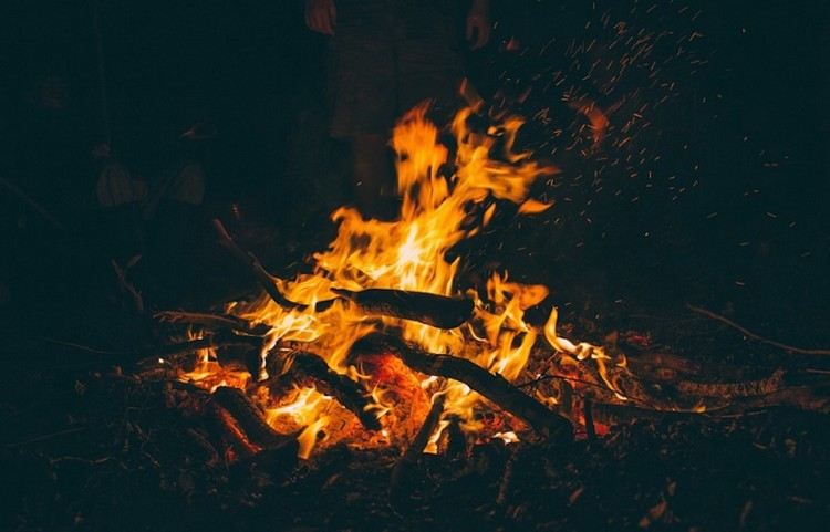 best-campfire-songs-on-guitar